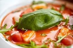 Закройте вверх супа гаспачо на ресторане Стоковое Изображение RF