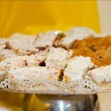Закройте вверх сладостного подноса десерта хлебобулочных изделий стоковая фотография