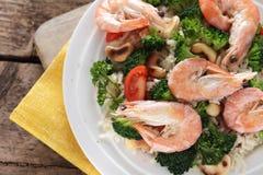 Закройте вверх тайского риса с шримсом и анакардией Стоковая Фотография RF