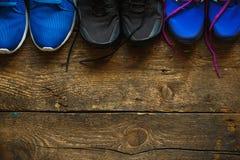 Закройте вверх тапок на деревянной предпосылке Стоковые Фотографии RF