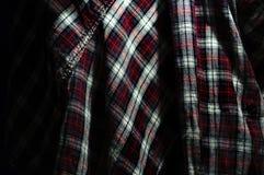 Закройте вверх текстуры шотландки ткани предпосылка геометрическая Темное cru Стоковые Фотографии RF