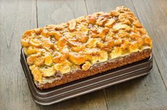 Закройте вверх торта тянучки грецкого ореха Стоковое фото RF