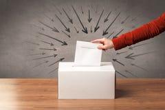 Закройте вверх урны для избирательных бюллетеней и решающего голоса Стоковое фото RF