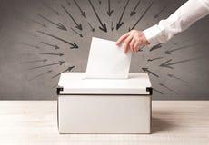 Закройте вверх урны для избирательных бюллетеней и решающего голоса Стоковое Фото