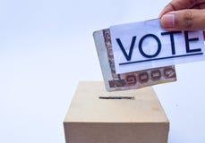 Закройте вверх урны для избирательных бюллетеней и решающего голоса Стоковое Изображение