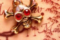 Закройте вверх черепа металла с красными глазами Стоковая Фотография RF
