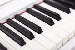 Закройте вверх черно-белых ключей рояля Стоковое Фото