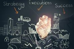 Закройте вверх эскизов стратегии бизнеса чертежа руки бизнесмена Стоковые Фотографии RF