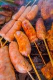Закройте вверх brochette сосиски на еде улицы в Чиангмае в Таиланде стоковое изображение rf