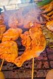 Закройте вверх brochette цыпленка на еде улицы в Чиангмае в Таиланде стоковое изображение