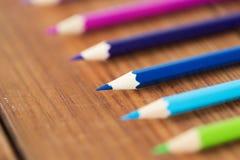 Закройте вверх crayons или карандашей цвета на древесине Стоковые Фотографии RF