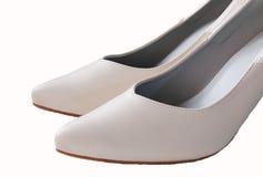 Закройте вверх na górze ботинка высокой пятки белой кожи, изолированного на whi Стоковое Изображение RF