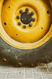 Закройте до больших тяжелых автошины и колеса Стоковое Изображение RF
