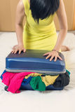 Закройте переполненный чемодан Стоковые Изображения