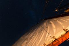 Закрутка звезд над Mainsail стоковые фото