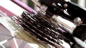 Закрутка шестерни велосипеда акции видеоматериалы