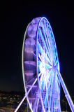 Закручивая колесо ferris на свете ночи Стоковые Фотографии RF