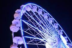 Закручивая колесо ferris на свете ночи Стоковые Фото