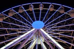 Закручивая колесо ferris на свете ночи Стоковая Фотография RF