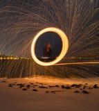 Закручивая шерсти снаружи на ноче Стоковое фото RF