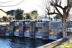 Закрывать дренажного канала воды озера Стоковые Фотографии RF