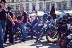 Закрывать 6-ого motoseason ассоциацией одичалого велосипедиста MCC в Украине Ivano-Frankivsk Стоковое Фото