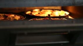 Закрывающ печь для подготавливать пиццу акции видеоматериалы