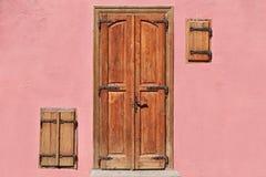 Закрытая дверь и Windows Стоковое Изображение