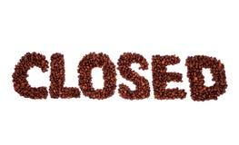 Закрытое слово сделанное из кофейных зерен стоковая фотография