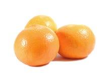 Закрытые-вверх 3 зрелых ярких апельсина цвета изолированного на белизне Стоковая Фотография