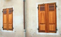Закрытые деревянные штарки Стоковое Фото