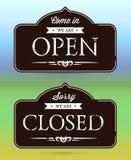 закрытые открытые знаки Стоковые Фотографии RF