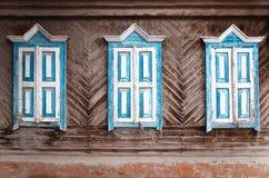 Закрытые старые деревянные окна Стоковые Фото