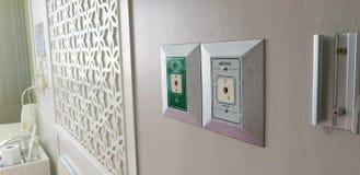 Закрытый вверх по выходу вакуума на белой стене зеленой комнатой стационарной больного выхода кислорода Стоковые Фотографии RF