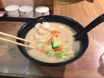 Закрытый вверх по изображению лапши белого супа японской стоковое изображение rf