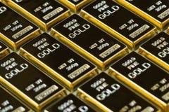 Закрытый вверх по стогу съемки сияющего золота в слитках как дело или финансовый Стоковое Изображение RF