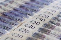 Закрытый вверх различных банкнот фунта стерлингов стоковые фото