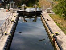 Закрытый замок воды на узком канале в древесины стоковое фото rf