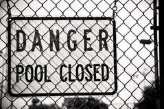 закрытый знак бассеина опасности Стоковая Фотография RF