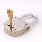закрытый ключевой старый тип padlock Стоковое Изображение