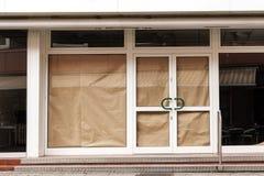 Закрытый магазин розничной торговли после несостоятельности в районе центра города, conce Стоковые Фото