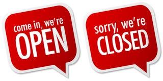 закрытый открытый магазин знаков Стоковое Фото