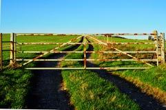 Закрытый строб в сельской местности стоковое изображение