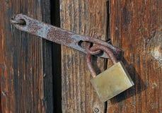 закрытый padlock двери Стоковое фото RF