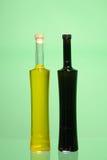 2 закрытых бутылки оливкового масла Стоковое фото RF