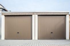 2 закрытых двери гаража Стоковое фото RF