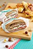 2 закрытых сандвича с коричневым хлебом и салями Стоковое Изображение RF