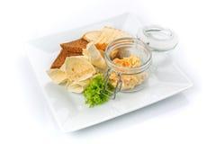 Закуска для пива Шутихи и хлеб пита с соусом Стоковое Фото