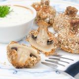 Закуска зажаренных грибов с соусом югурта Стоковая Фотография