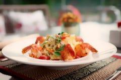 Закуска креветки, светлое тонизированное блюдо лета, стоковая фотография rf